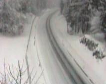 Znova sneži, previdno na cestah