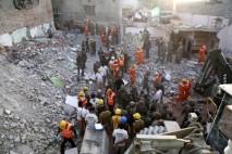 Silovita eksplozija plina prekinila poročno zabavo v Indiji: trinadstropni hotel zravnalo s tlemi, število žrtev naraslo na 18