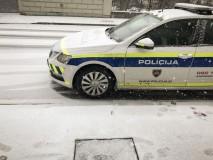 Oborožen rop denarne ustanove v Postojni, policija intenzivno išče storilca