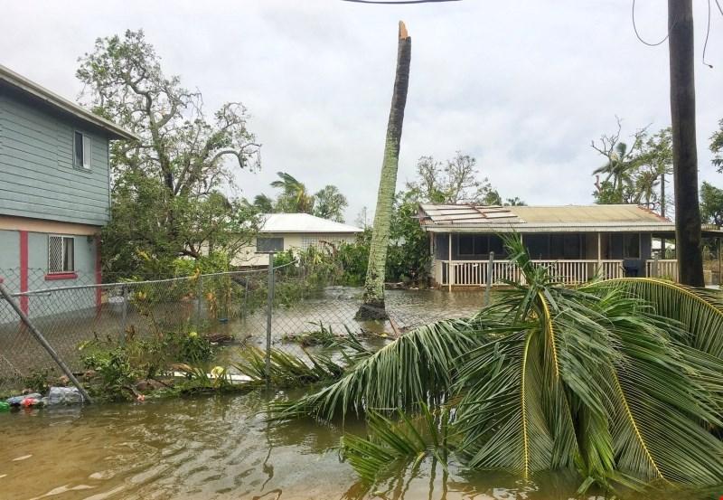 Ciklon Gita na Tongi med drugim uničil stavbo parlamenta
