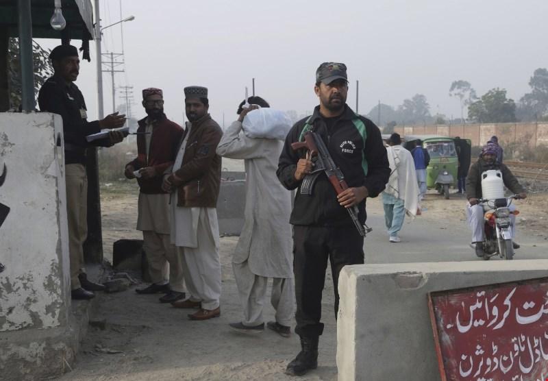 Pakistansko sodišče morilca otrok obsodilo na štiri smrtne kazni