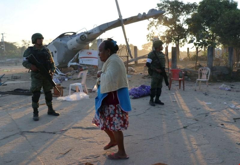 #foto V strmoglavljenju helikopterja v Mehiki umrlo 13 ljudi