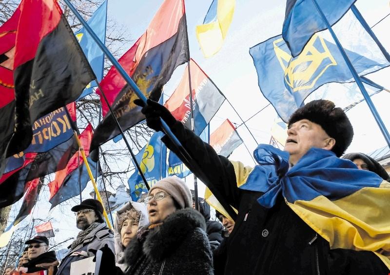 Poljska s še enim spornim zakonom: kaznuje se zanikanje zgodovinskih zločinov ukrajinskih nacionalistov nad Poljaki