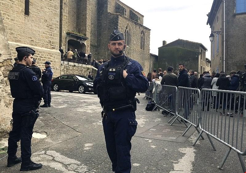 V Franciji z mašo obeležili spomin na žrtve petkovega terorističnega napada