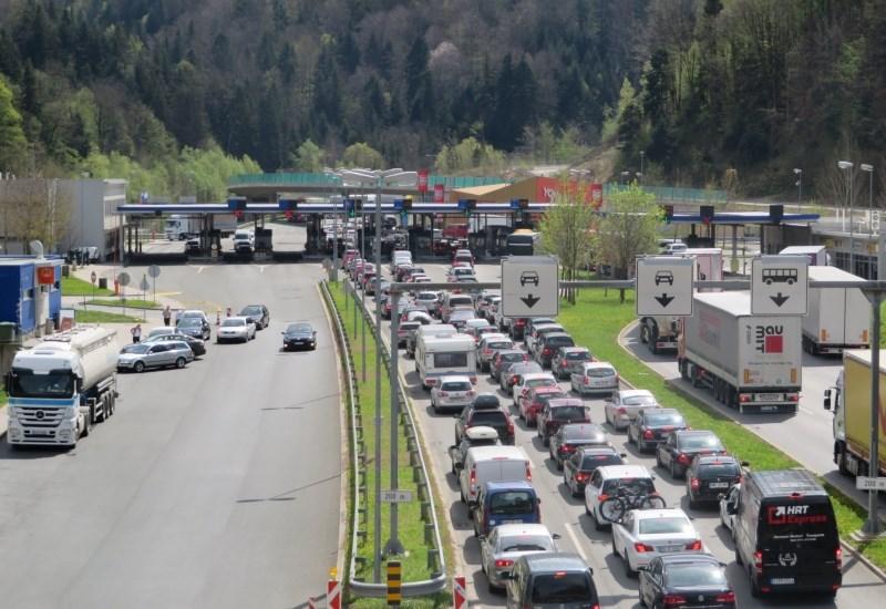 Cestni alarm: na podravski avtocesti proti Gruškovju petkilometrski zastoj